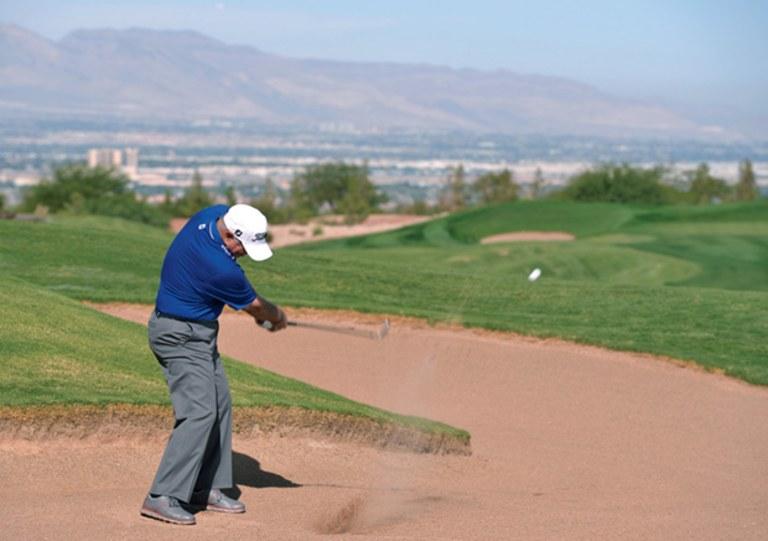 Jugando desde Cross Bunkers. Serra Golf Academy, donde el golf es pasión