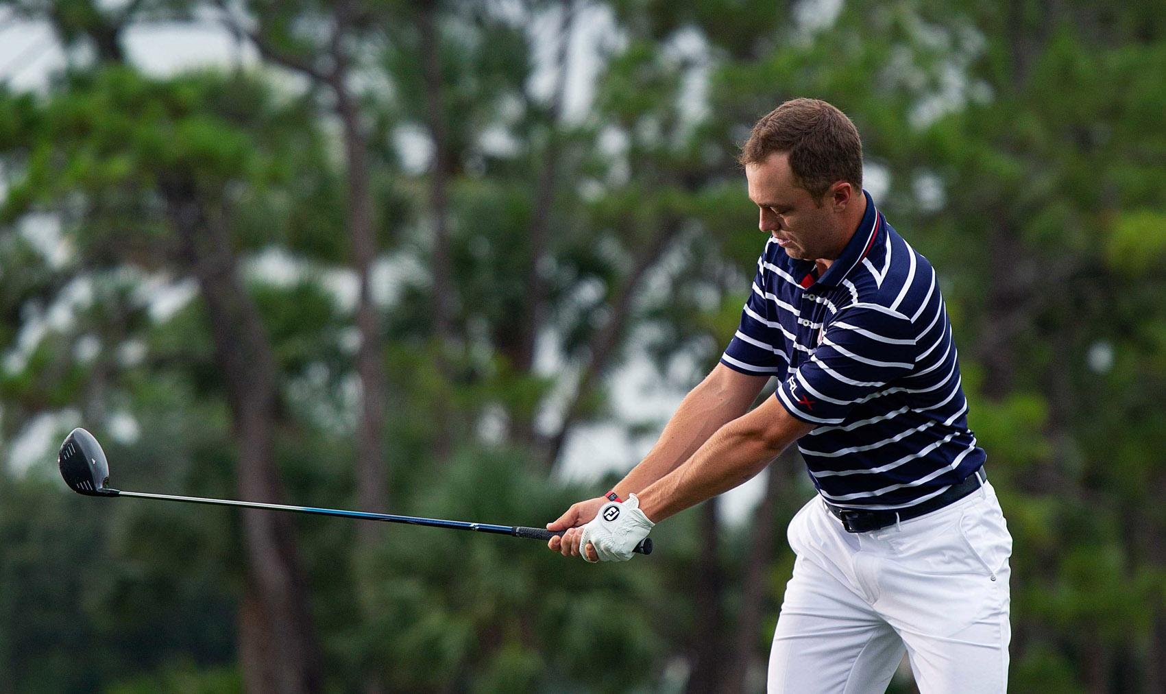 Justin Thomas takeaway. Serra Golf Academy, donde el golf es pasión.